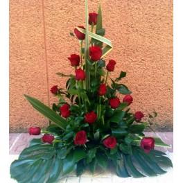 http://floristeriajerico.es/265-thickbox_leometr/centro-bajo-rosas.jpg