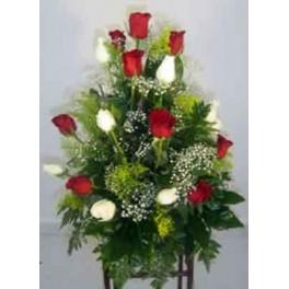 http://floristeriajerico.es/83-thickbox_leometr/centro-piramidal-rosas.jpg
