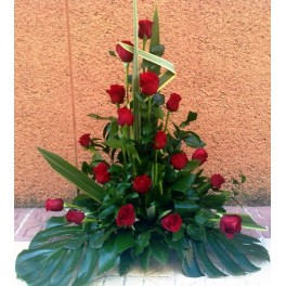 https://floristeriajerico.es/265-thickbox_leometr/centro-bajo-rosas.jpg